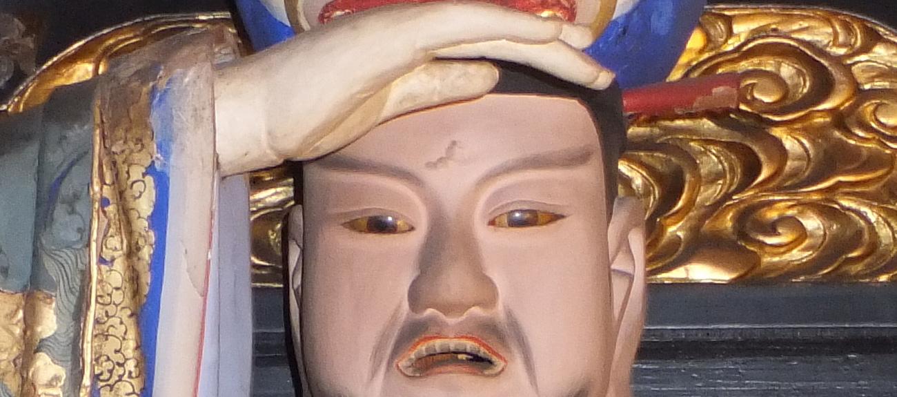 東雲寺境内のご案内手をかざす菩薩さま
